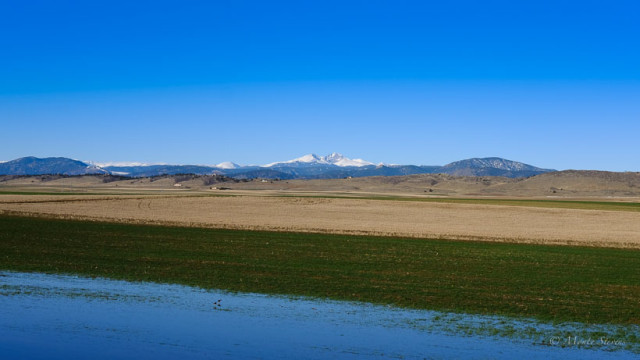 Clear skies over Longs Peak